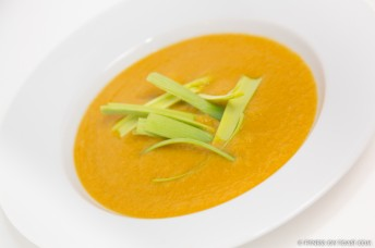 CARROT, GINGER AND LEEK SOUP  http://fitnessontoast.com/2013/01/22/raid-your-vegetable-box/