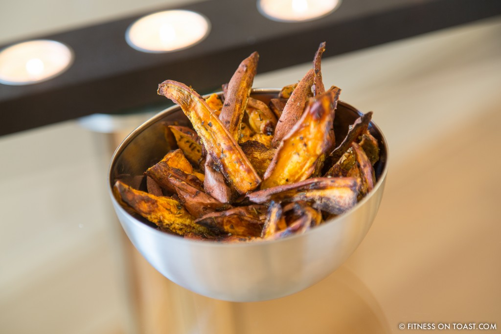 SWEET POTATO CHIPS  http://fitnessontoast.com/2013/06/22/how-entertaining/