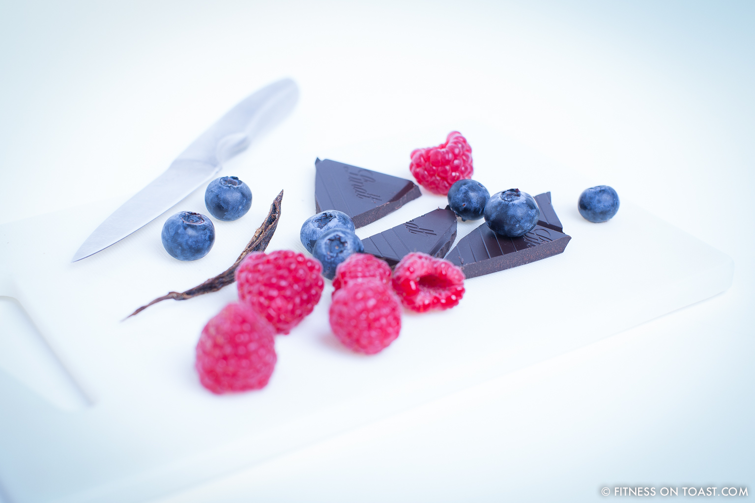 Fitness On Toast Faya Girl Blog Training Exercise Workout Nutrition Healthy Health Recipe Diet Cheat Treat Chocolate Banana Coconut Dessert Bites Nutritious Tasty Low Calorie-5