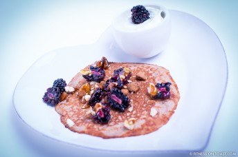 Fitness On Toast Faya Blog Girl Healthy Nutrition Food Recipe Pancake Dessert Treat Cheat Cinnamon Manuka Honey Yoghurt Blackberry Almond