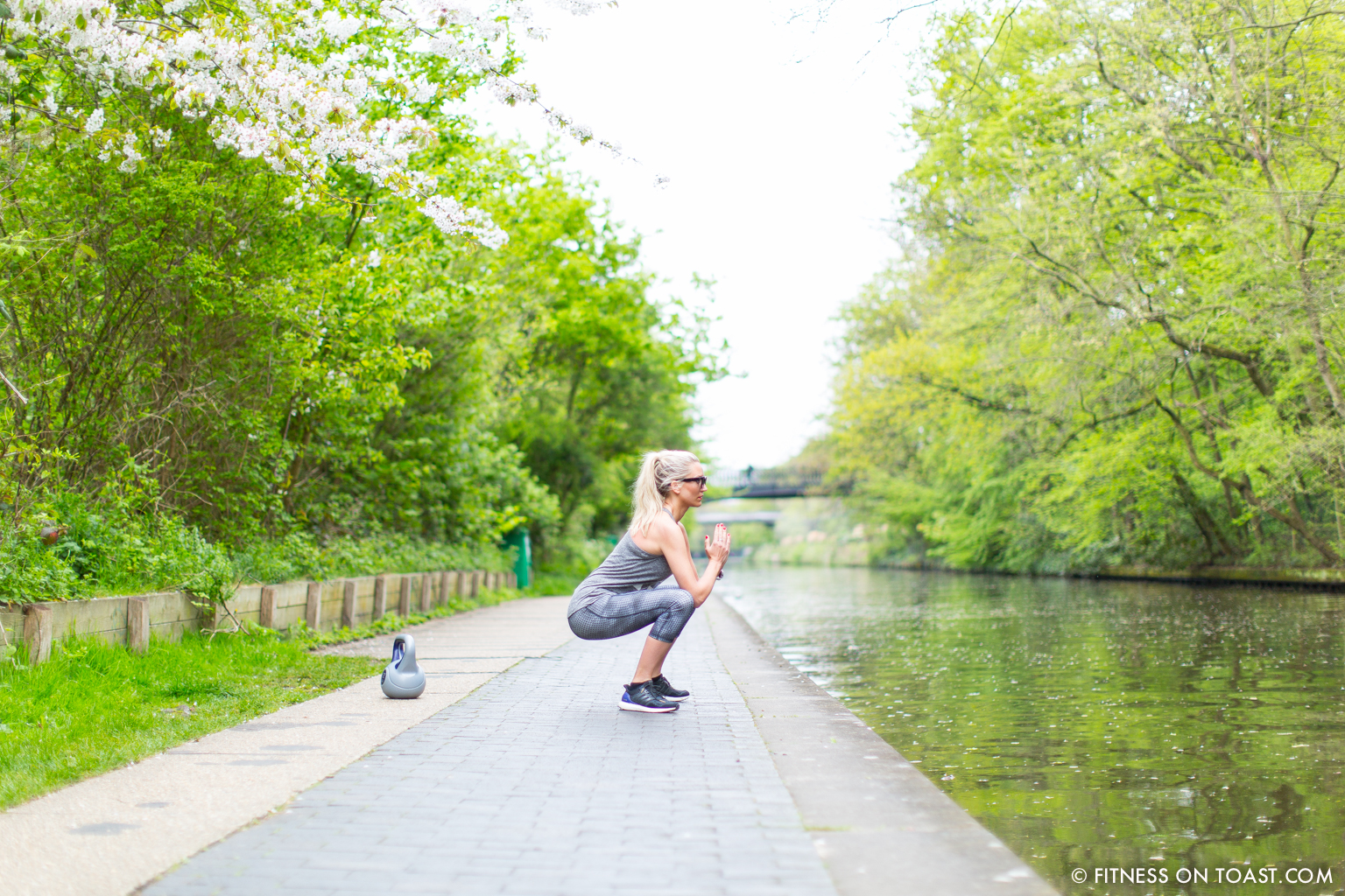 Fitness On Toast Faya Blog Girl Healthy Workout Regents Canal London Kettle Bell Squat Swing Lunge Twist Burpees Old Navy Fashion OOTD Gap Chanel Celine-2
