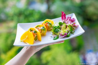 Fitness On Toast Faya healthy blog girl recipe food diet tasty easy quick health protein mango prawn summer salad-6