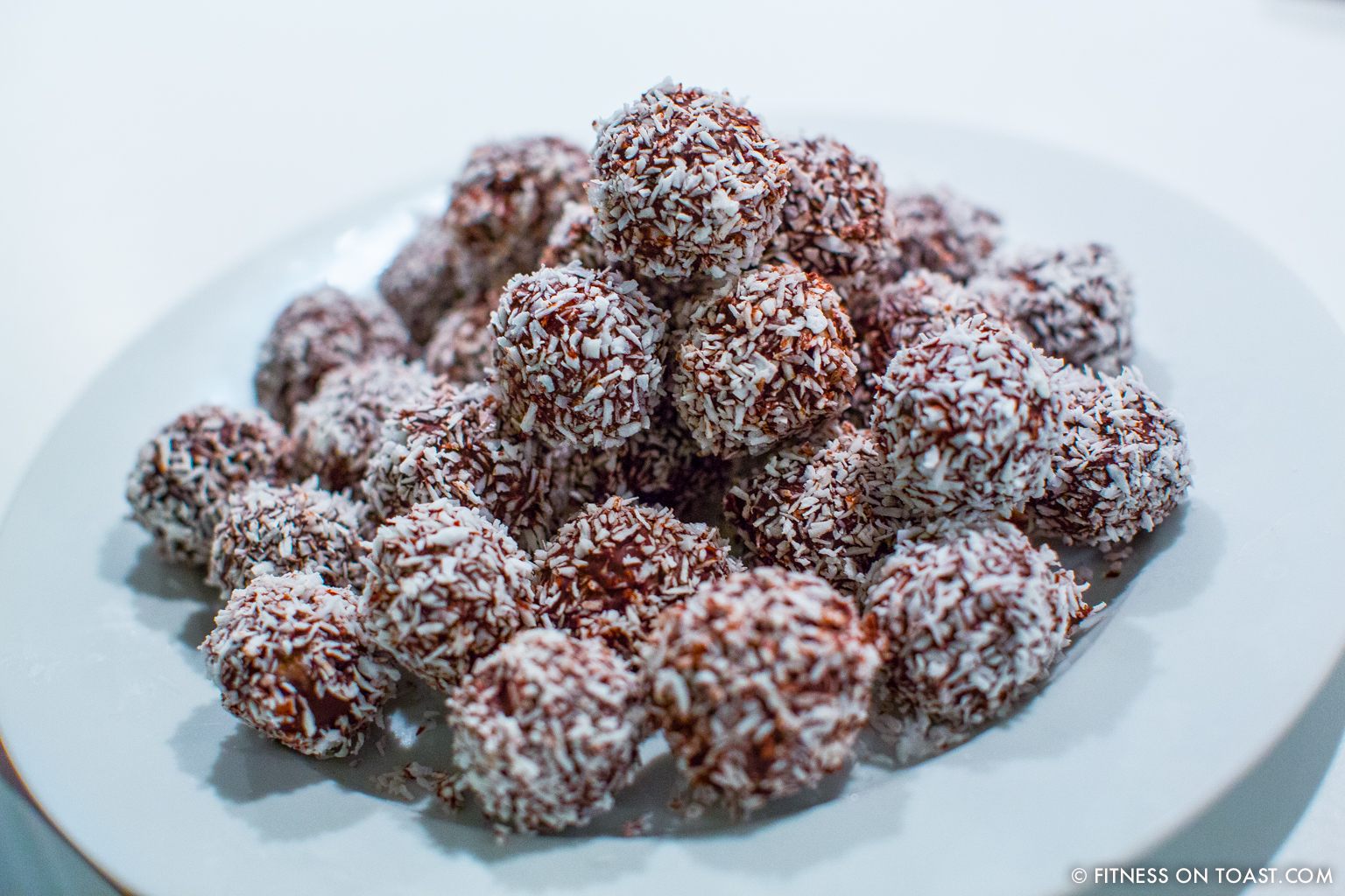 Little balls of energy fitness on toast fitness on toast faya blog girl health recipe healthy food snack treat energy ball chocolate coconut forumfinder Gallery