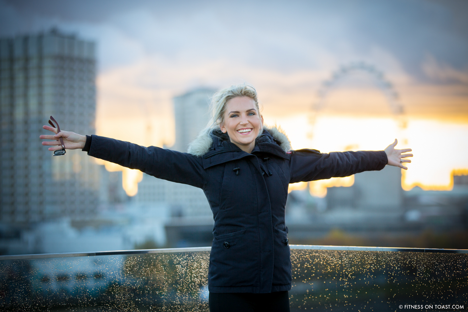 fitness-on-toast-faya-blog-book-girl-fit-in-3-little-brown-behind-the-scenes-bts-london-capital-thames-skyline-view-panoramic-18