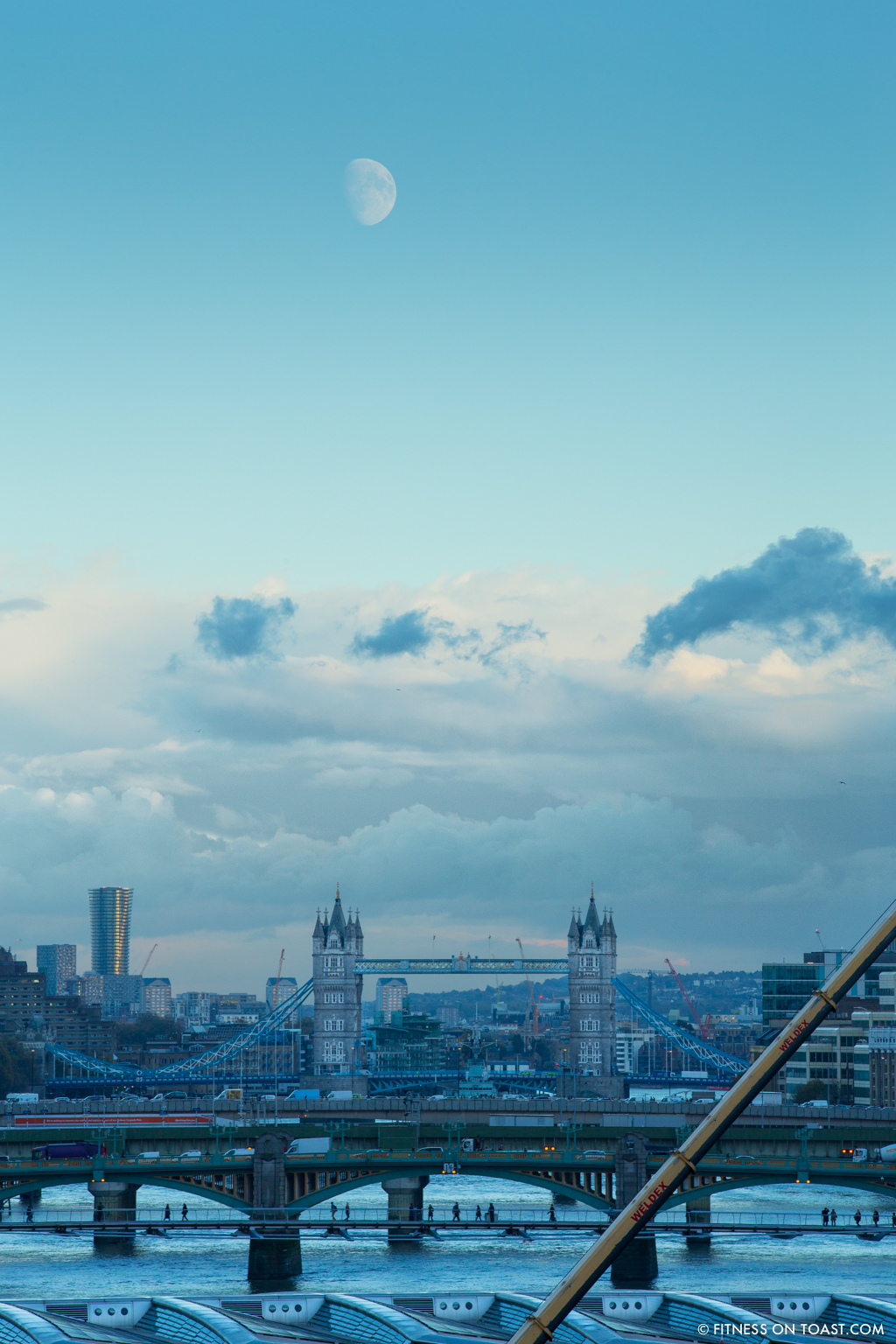 fitness-on-toast-faya-blog-book-girl-fit-in-3-little-brown-behind-the-scenes-bts-london-capital-thames-skyline-view-panoramic-19