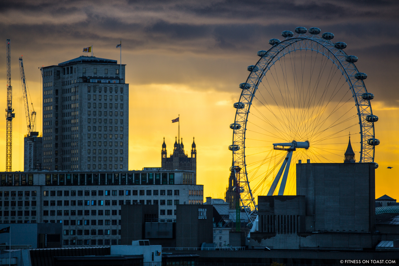 fitness-on-toast-faya-blog-book-girl-fit-in-3-little-brown-behind-the-scenes-bts-london-capital-thames-skyline-view-panoramic-34