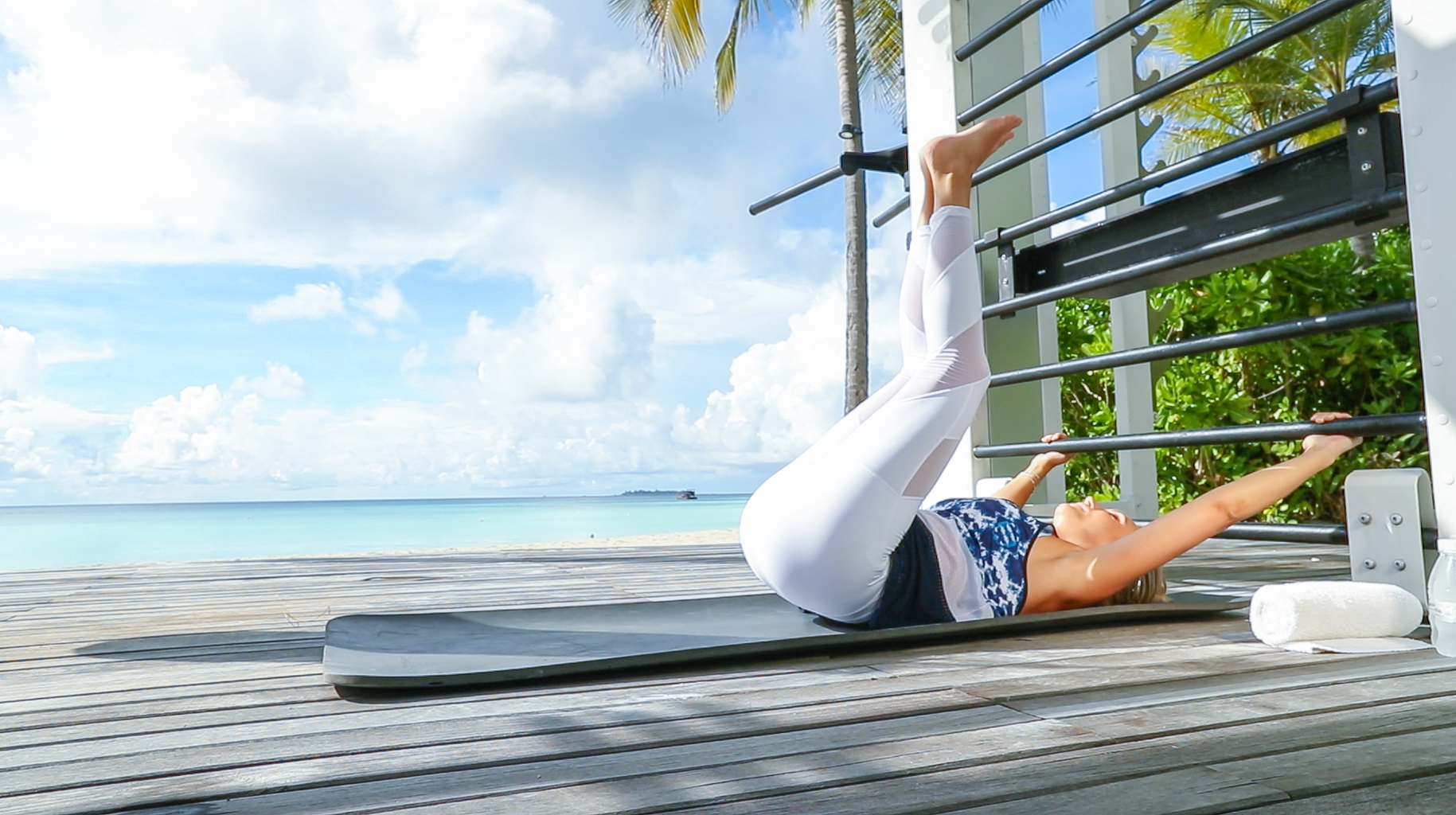 Fitness On Toast Faya Blog Girl Healthy Workout Training Maldives Working Out Ab Routine Beach Easy Moves Rock Hard Stomach Abdominals-6